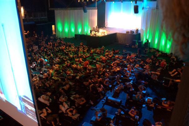 800 personer, mestadels instruktörer, kör nya releasen av Body Pump 71. MÄKTIGT, HÄFTIGT, SJUKT MAGISKT!