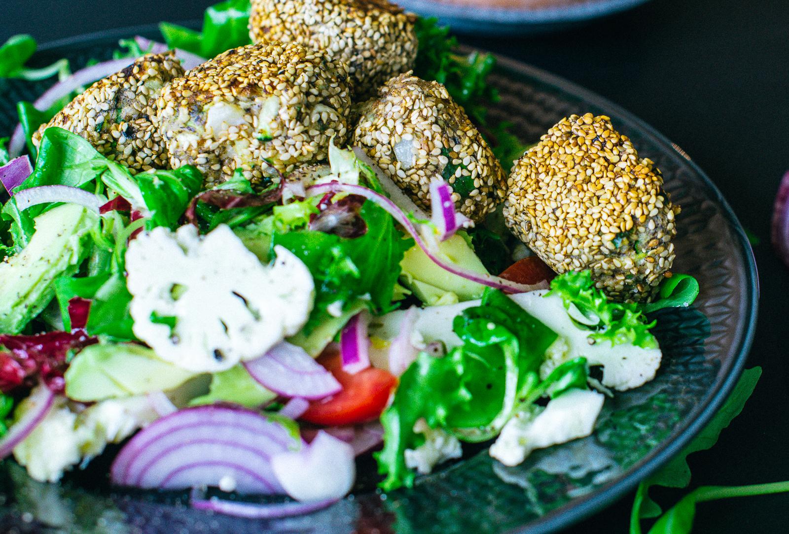 Glutenfria vegetariska sesam- och linsbollar
