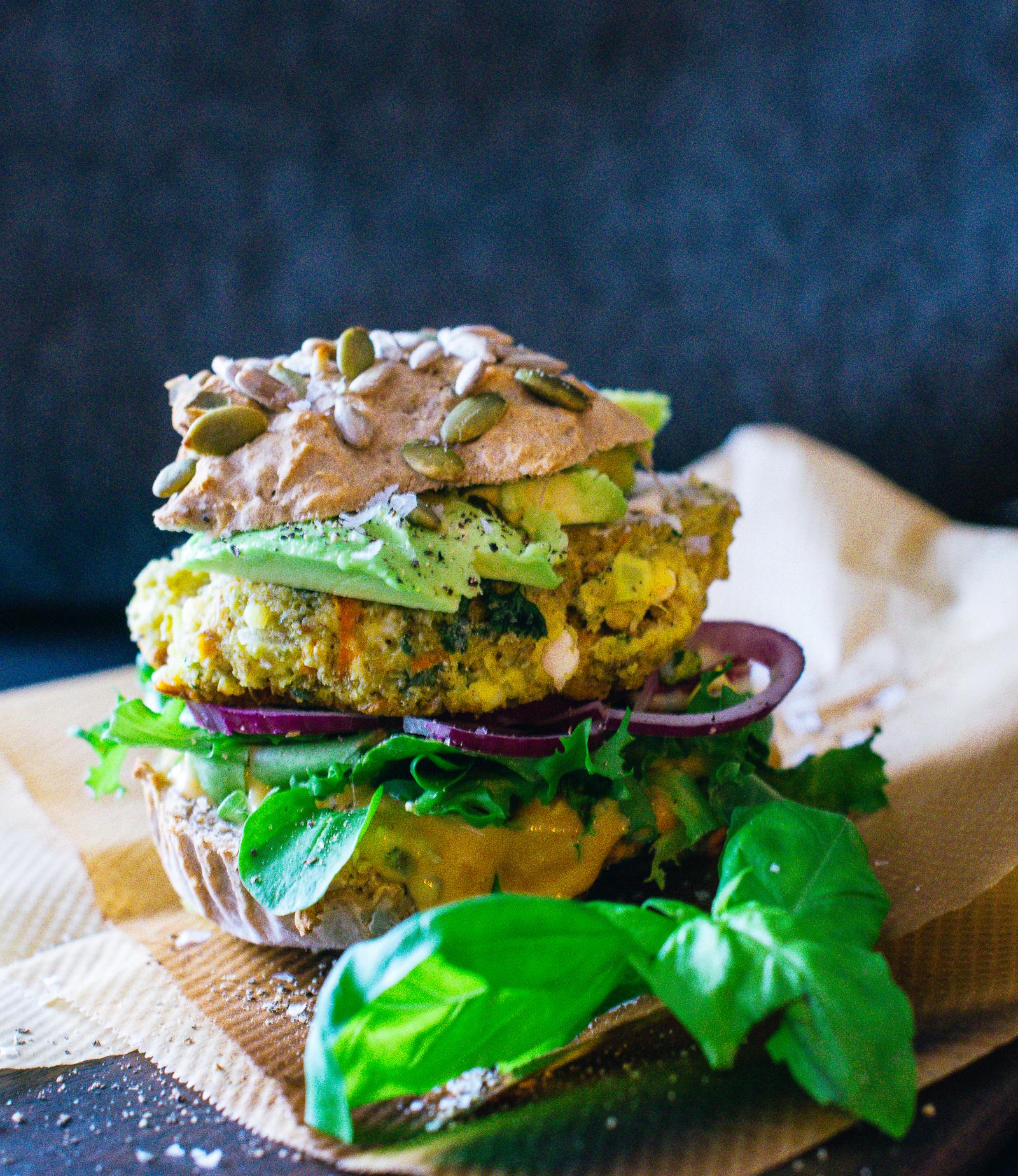 Vegetariska hamburgare med glutenfria buns